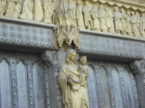 Parteluz de fachada norte de la Abadía de Westminster