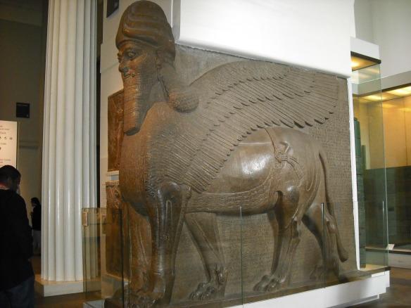 Estatua colosal de león alado con cabeza humana. Palacio Noroeste de Assubanipal II. Nimrud. Periodo neoasirio (865 aprox.)